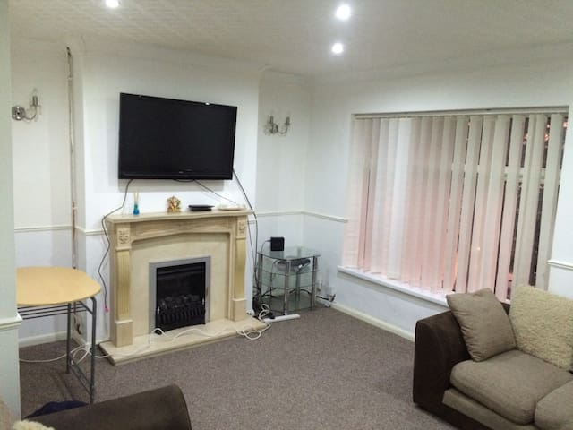 Two bed independent flat - Llanrumney - Departamento