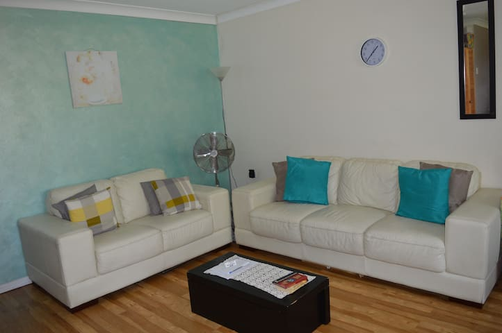 Bedroom with Pool and Close to Everything - Fairfield - Leilighet