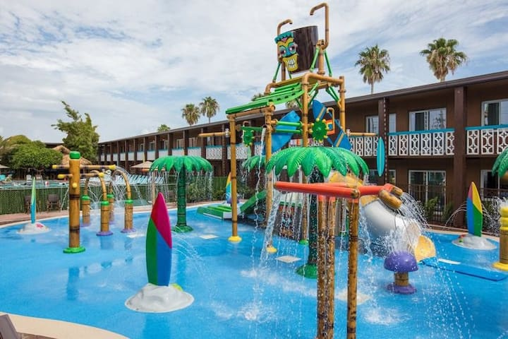 Beach Resort with Water Park, two rooms, 6 people