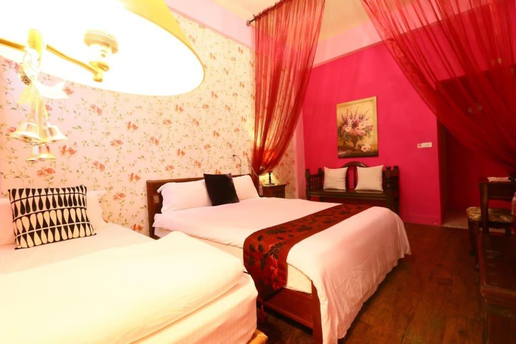 房內乾淨柔軟的單人床,雙人床各一