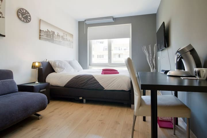 MODERN ROOM AT PERFECT LOCATIONv - Amsterdam - Lägenhet