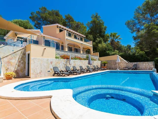 Villa Lantana, beautiful Villa with views to the beach in Menorca