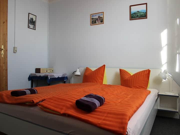 Doppelzimmer-Einfach-Gemeinsames Badezimmer-Bergblick
