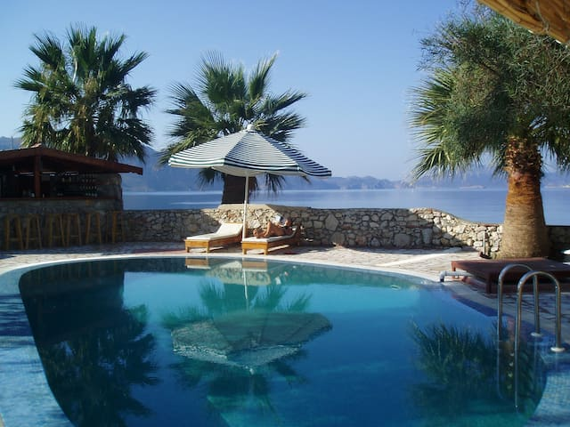 Unique villa on beach sleeps 12 + - Söğüt Köyü, Marmaris