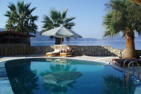 Unique villa on beach sleeps 12 + - Söğüt Köyü, Marmaris - Villa