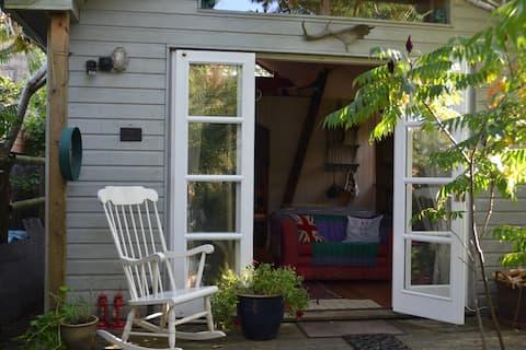 Schrullige Garten-Lodge-Retreat in der Badewanne