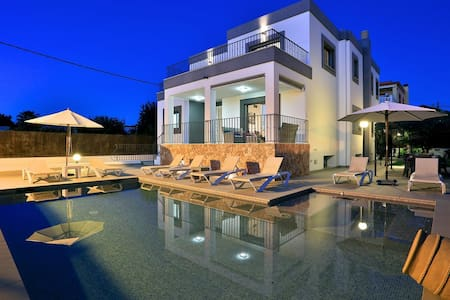 Villa in Jesus, Ibiza Town, Ibiza, Balearics - Santa Eulària des Riu - Huvila