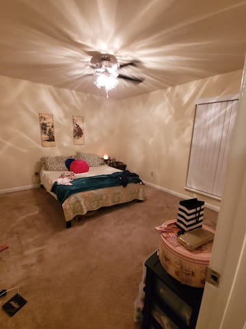 Cute and comfy 1 bedroom 1 bath for 2-4 guests.