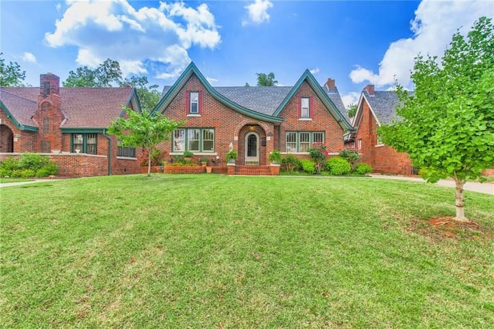 Crestwood Cottage in the heart of OKC