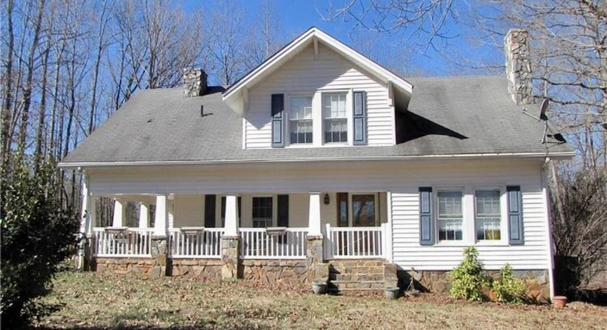4Br Country Life by NC Zoo & NASCAR Petty museum - Franklinville - Rumah