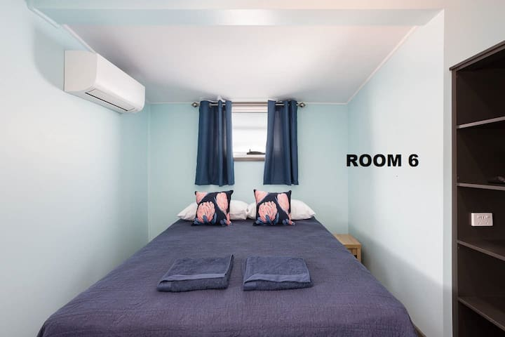 Cairns Central Rm 6 - Aircon, Netflix & Queen Bed