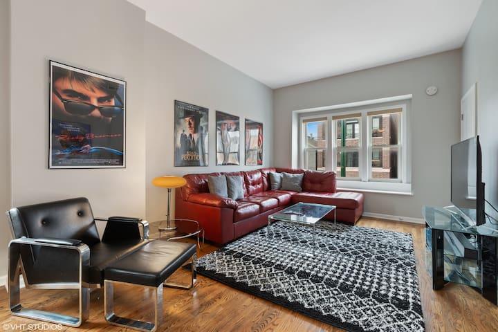 Modern Apartment w/ a Classic Chicago Movie Theme!