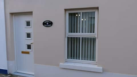 Jenny's Cottage - FREE WIFI-Killybegs Town Centre