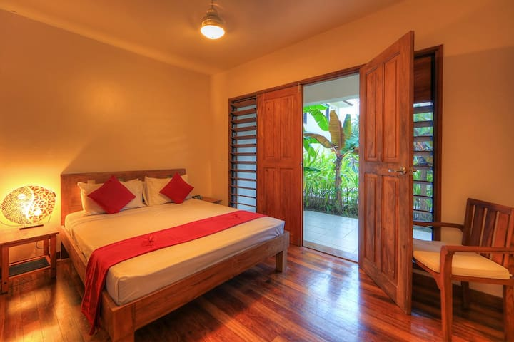 Delightful 2-Bedroom Apartment on the Lagoon