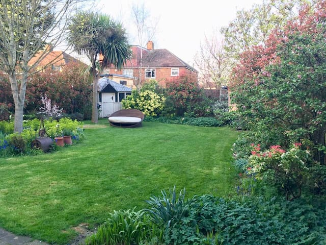 West London home with beautiful garden