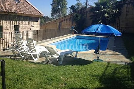 Casa con piscina a 1 km de la playa - Moaña