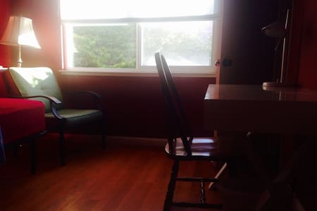 SF Bay Area, Room in large home with swimming pool - Newark