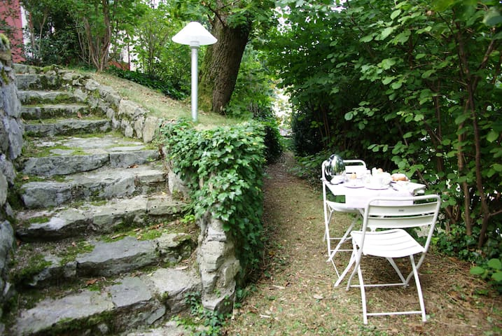Bright apartment in villa, with private garden. - Varese - Pis