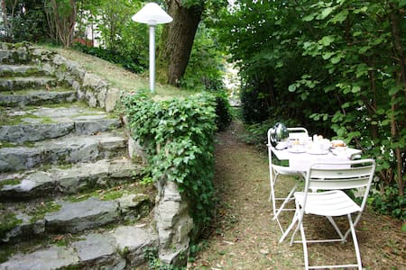 Bright apartment in villa, with private garden. - Varese