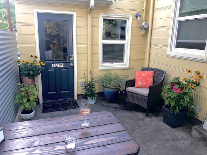 Charming private 2 bdrm in hip NE PDX neighborhood