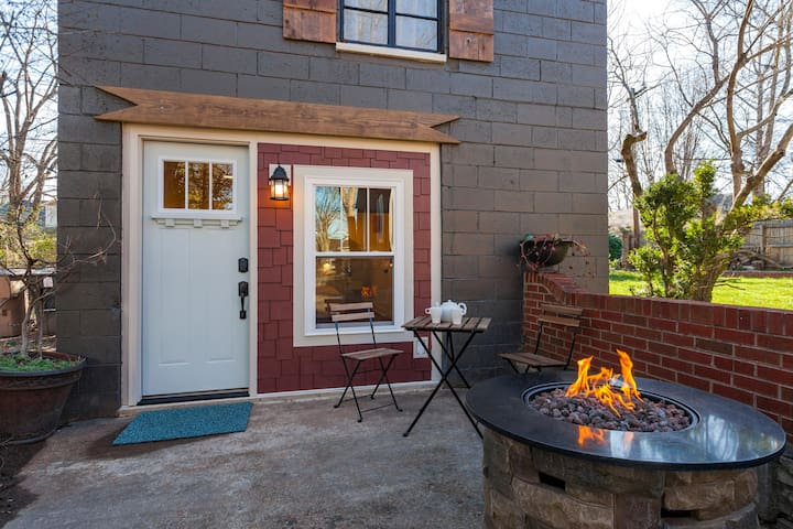 ⭐️ East Nashville Loft ⭐️ Firepit Rain Shower iPad
