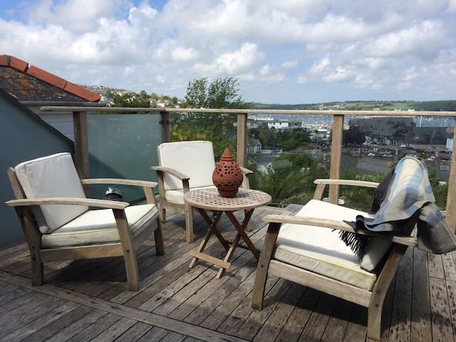 Lovely Family House with Harbour Views, Falmouth