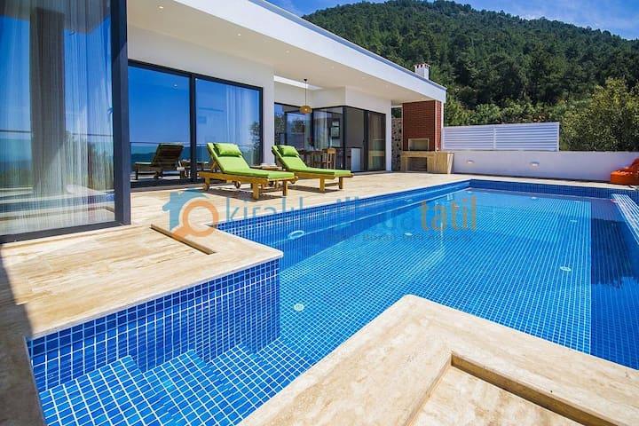 Honeymoon villa in Kalkan Üzümlü, heated pool opt