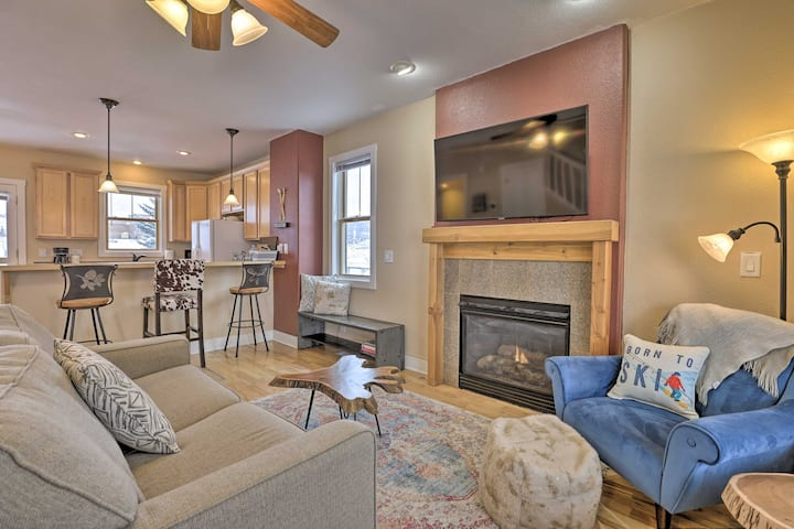 NEW! Cozy Granby Home w/ Deck < 3 Mi to Ski & Golf