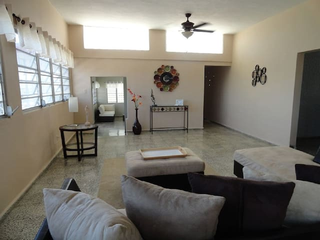 Three Bedroom Beach House- Ocean and Mountain View - Luquillo - Huis
