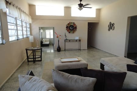 Three Bedroom Beach House- Ocean and Mountain View - Luquillo - Haus