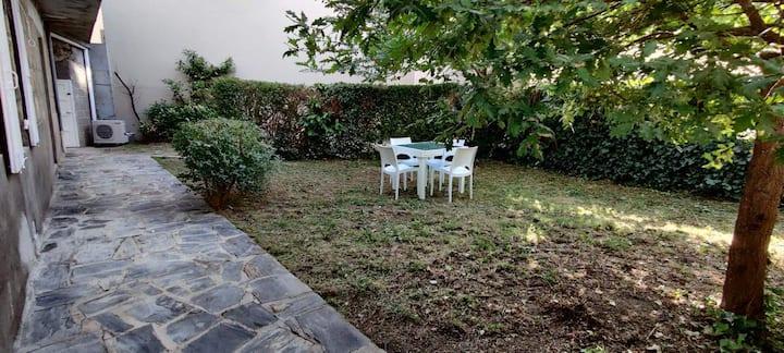 Appartement avec petit  jardin à 2 pas du centre !