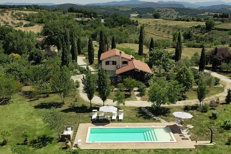 Country house with pool for 6 people
