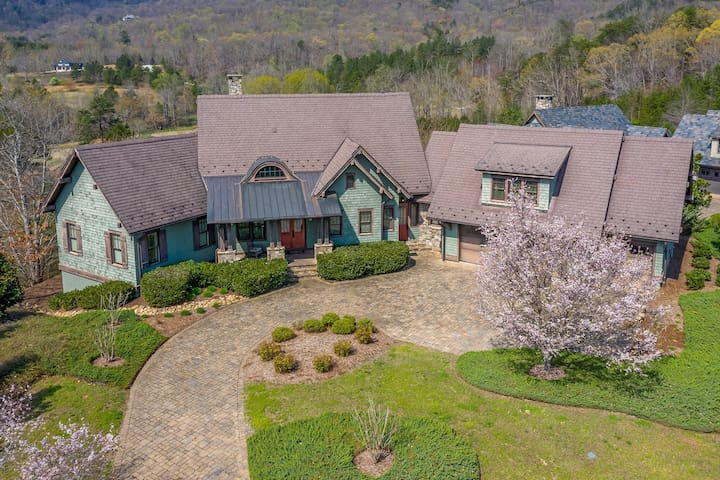 Mountain Splash; Asheville/Tryon area LUXURY! | 25 Min. To TIEC | Pool, Spa, Golf and Views!