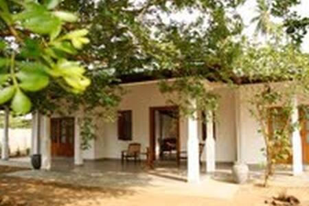 Tissakumbura Holiday Home - Hambantota