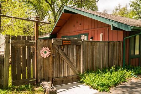 Yosemite Southgate Garden Studio