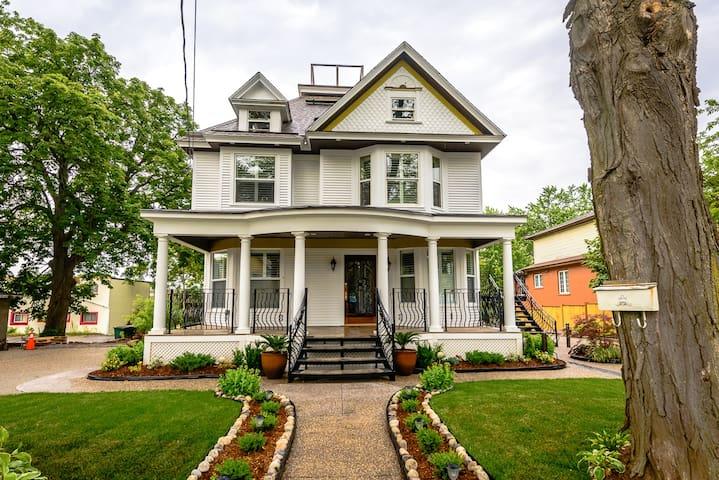 Picturesque Niagara Home