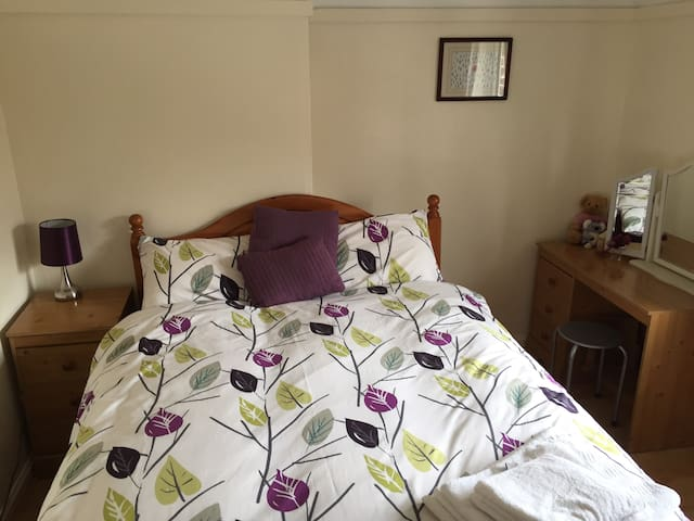 Lovely double room close to j 29a and 30 on the m1
