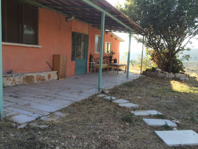 Clil Hillside House  rural off- the- grid כליל