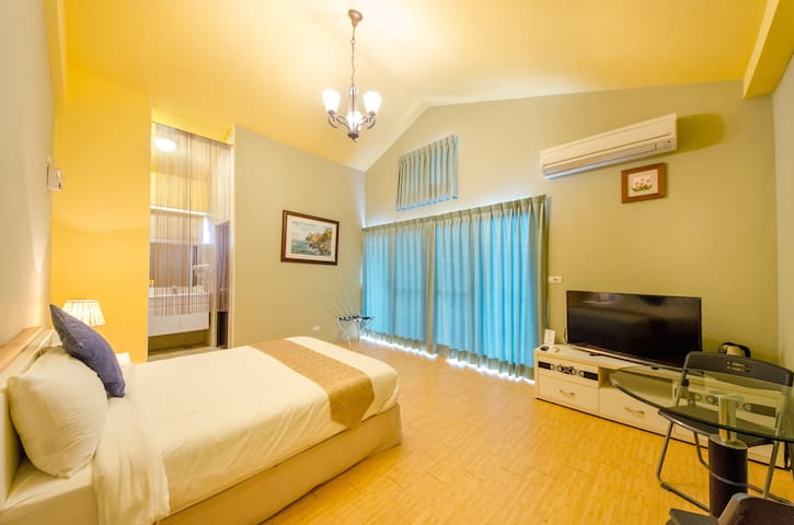 Pine Suite 302