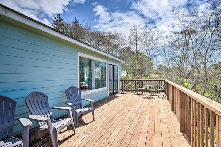 NEW! Smith River Bungalow - 8 Miles to Brookings!