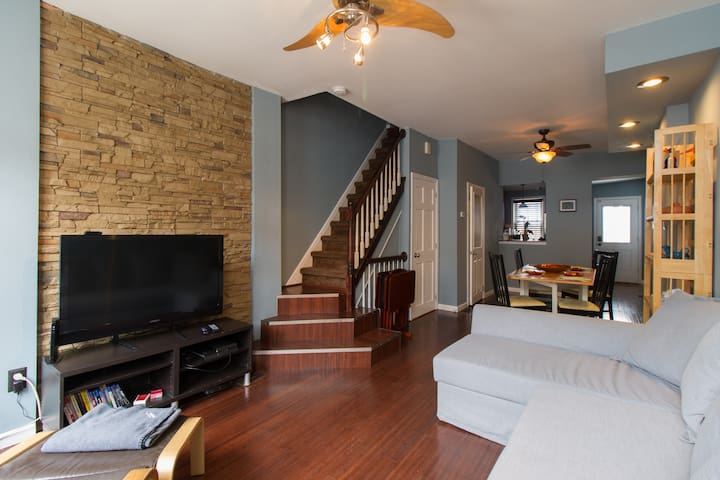 3 Bedroom Home in Fishtown with HotTub and Parking