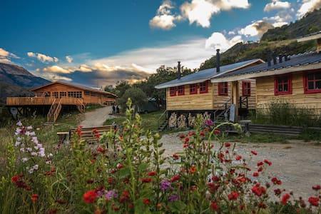 Habitación cuádruple con vista al Lago G. Carrera