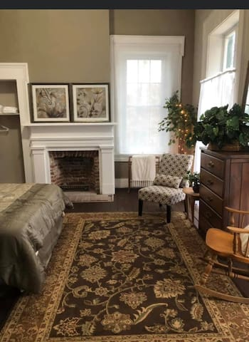 Historic McDonald House- Gibson Room