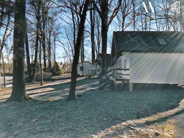 Tiny House on 128 Acre Forest Park and Reserve