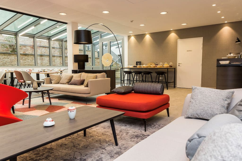 Meet friends and fellow travellers in the modern and cozy communal areas, featuring free Wi-Fi!