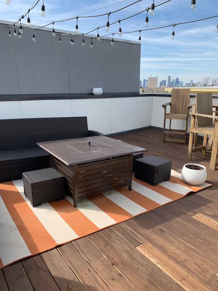 2 Twin Beds and a Killer Rooftop View!