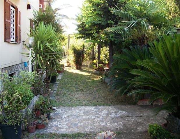 Appartamento per Capodanno 12 pax,no cucina - Tivoli Terme - Byt