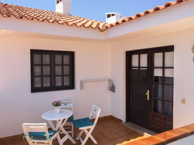 Centrico 5min, terraza, piscina climatizada, wifi