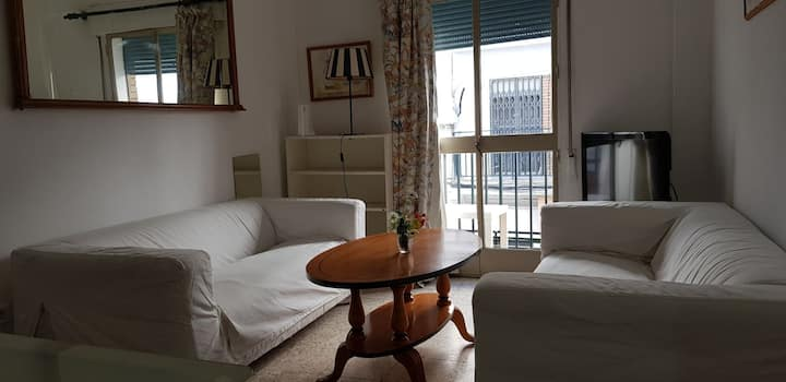 Comfortable House. C/ Castellar 58 Room 3 big bed