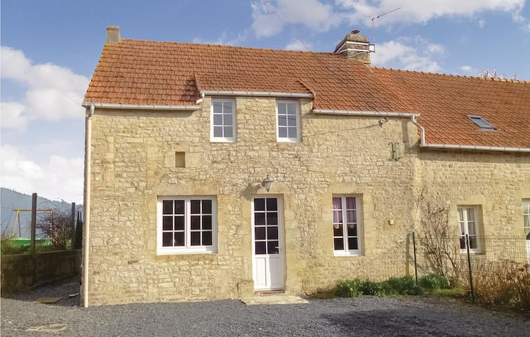 Holiday cottage with 3 bedrooms on 110m² in Englesqueville Percee